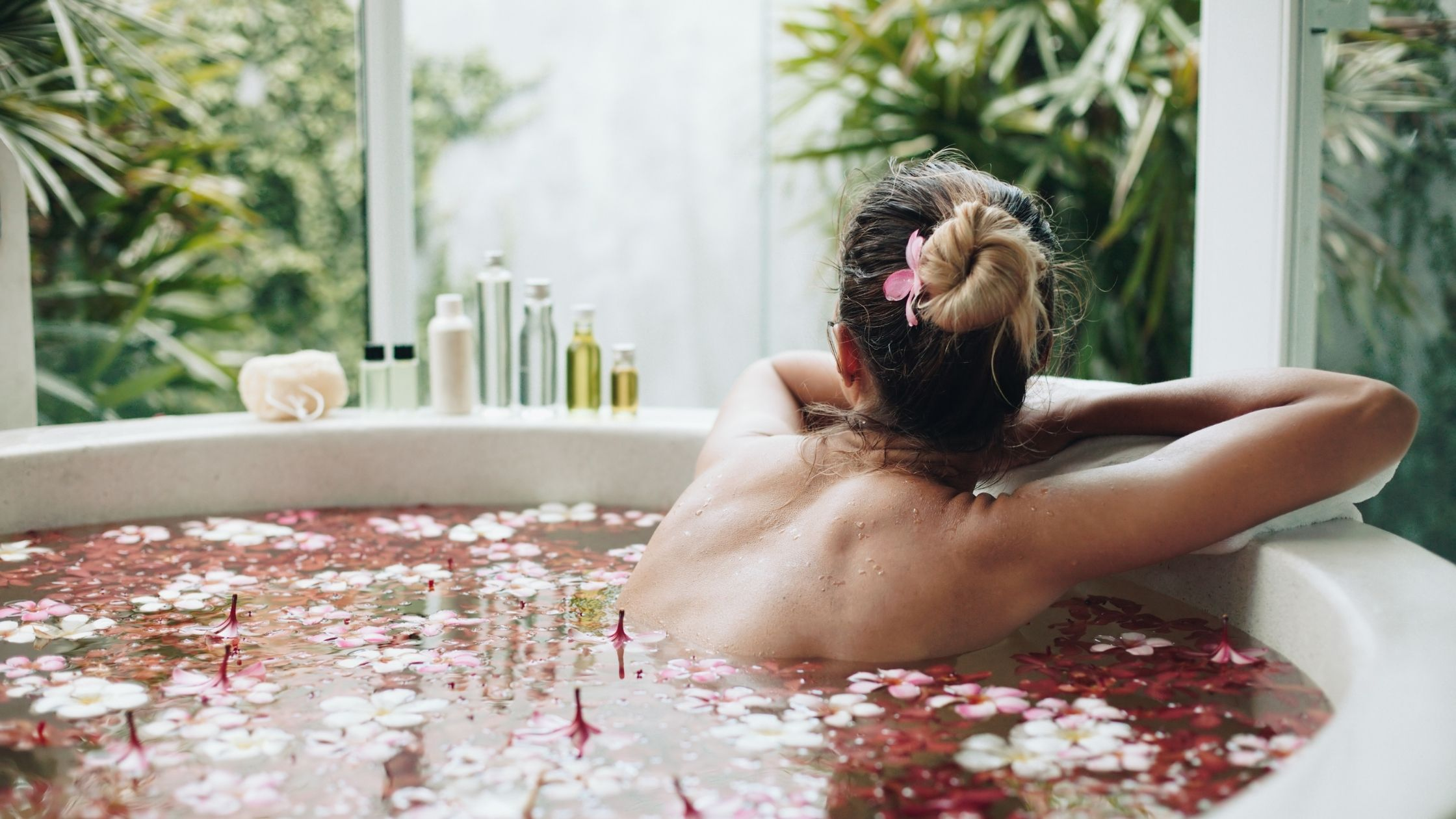 Relax & Enjoy These Hot Bath Benefits